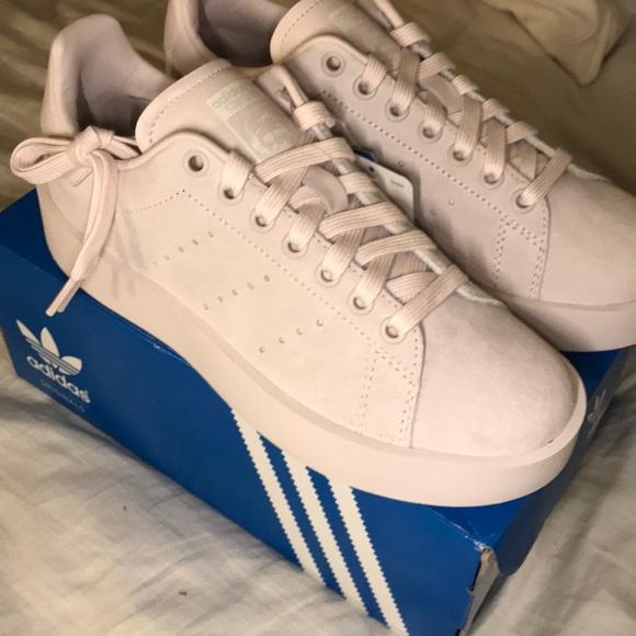 Le adidas stan smith in grassetto le scarpe da ginnastica poshmark